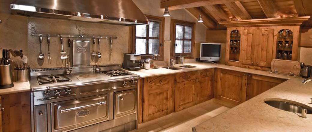 cuisine de chalet cuisine rustique pour chalet au bord du lac mlange de bois rustique avec. Black Bedroom Furniture Sets. Home Design Ideas